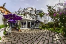 Hoa Nắng Hotel