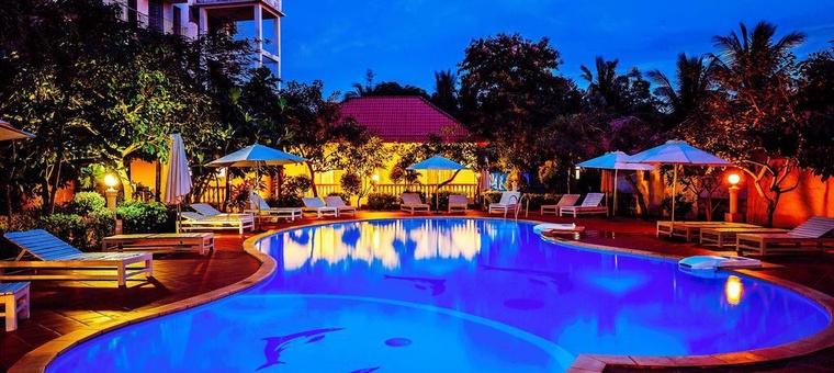 Khách sạn Paris Beach Resort
