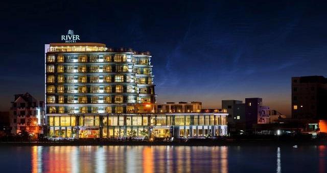 Khách sạn River Hotel