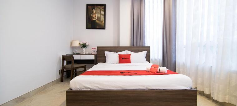 Khách sạn RedDoorz Premium @ Hang Xanh (AHA Residence)