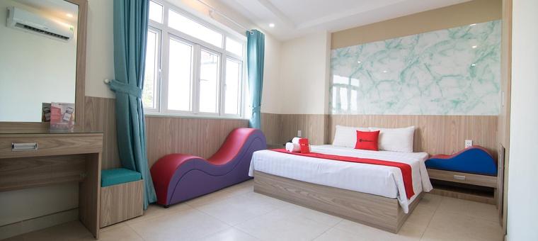Khách sạn RedDoorz Plus near Gia Dinh International Hospital 2 (Love Hotel)