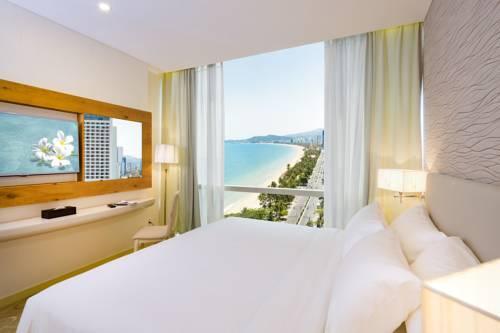 Khách sạn Diamond Bay Hotel