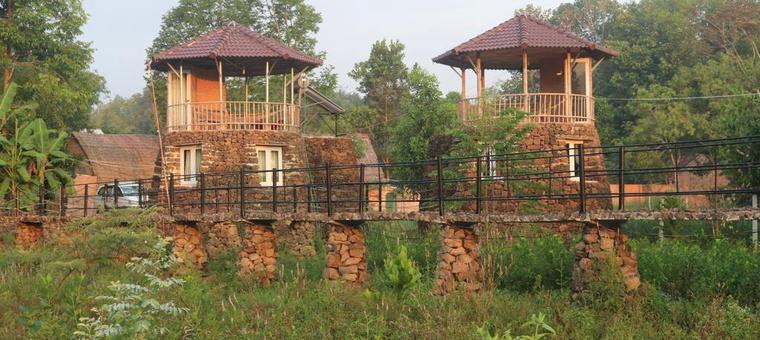 Khách sạn Lava Rock Viet Nam Lodge